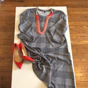 Dresses & Skirts - Dress black and white houndstooth print